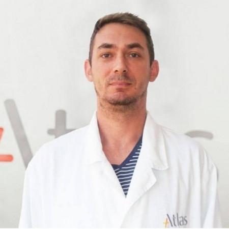 Dr Davor Mrda je specijalista radiologije u Beogradu. Bavi se interventnom radiologijom. Ima veliko iskustvo u dijagnostici.