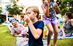 Poznata radionica Hanen centra iz Kanade, pod nazivom It takes two to talk, će biti održana od 5. do 8. decembra u Beogradu. Ovog puta, fokus je na razvoju strategija koje će logopedima pomoći u radu sa decom sa kašnjenjem u govornom razvoju, uz uključivanje roditelja u aktivno podsticanje jezičkog razvoja deteta. Radionica je isključivo namenjena logopedima.