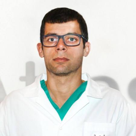 Dr Vladimir Šljukić je specijalista opšte hirurgije .Posebna oblast stručnosti mu je gastrointestinalna hirurgija gornjeg digestivnog trakta.