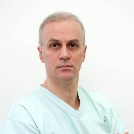 Dr Dragan Milojević je specijalista plastične, rekonstruktivne i estetske hirurgije sa iskustvom dužim od 22 godine. Trenutno radi u Beogradu.