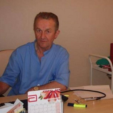 Dr Dobrislav Bjelica je specijalista interne medicinesa dugogodišnjim radnim iskustvom. Trenutno radi u Beogradu.