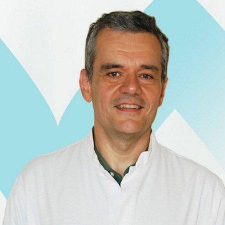 Dr Radovan Milenković jespecijalista radiologije sa dugogodišnjim radnim iskustvom. Trenutno radi u Beogradu.