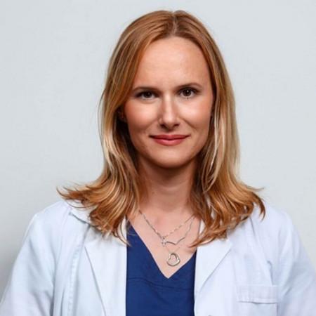 Doc. dr Dragana Mijač je specijalista interne medicine sa subspecijalizacijom iz gastroenterohepatologije. Trenutno radi u Beogradu.