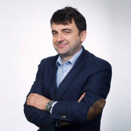 Prof dr Miroslav Đorđević je svetski poznat specijalista dečje hirurgije i urologije. Stručan je u lečenju anomalija urogenitalnog trakta i hirurgiji promene pola.
