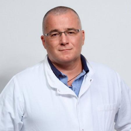 Dr Zoran Kujačić je specijalista hirurgije, digestivni hirurg u Beogradu. Obavlja klasične, laparoskopske i laserske intervencije u oblasti kolorektalne hirurgije.