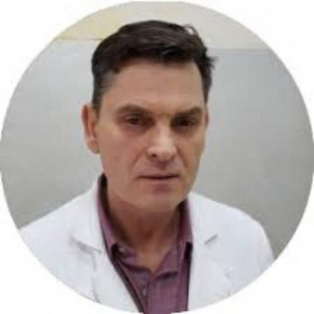 Dr Slobodan Obradović je ginekolog iz Beograda sa dugogodišnjim radnim iskustvom. Radi i u privatnoj i državnoj praksi.