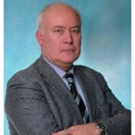Prof. dr Dragan Marković je specijalista opšte hirurgije sa subspecijalizacijom iz vaskularne hirurgije. Trenutno radi u Beogradu.