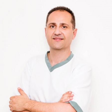 Doc dr Dušan Škiljević je specijalista dermatovenerologije u Beogradu. Uža specijalnost mu je lečenje polno prenosivih bolesti, melanoma i autoimunih bolesti.