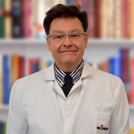 Prof dr Miloš Nikolić je specijalista dermatovenerologije sa višegodišnjim iskustvom. Stručnjak u dečjoj dermatologiji i lečenju vaskulitisa i bolesti vezivnog tkiva
