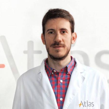 Dr Dejan Aleksandrić jespecijalista ortopedije sa traumatologijom. Svoje profesionalno radno iskustvo stekao je radom u privatnim i državnim ustanovama.