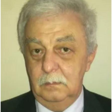 Dr Vladan Petrović je ortoped iz Beograda sa dugogodišnjim iskustvom u ortopediji sa traumatologijom. Zakažite pregled pozivom na broj 063/687-460.