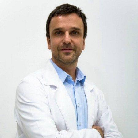 Prof dr Miljan Krstić je specijalista kliničke patologije, profesor u Nišu. Bavi se patologijom hematopoetskog i limforetikularnog sistema. Zakažite - 063/687-460
