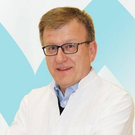 Prof dr Srđan Đuranović je specijalista interne medicine, gastroenterolog u Beogradu. Bavi se lečenjem i prevencijom problema sa varenjem, probavom i metabolizmom.
