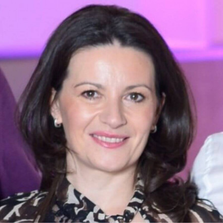 Dr Dragana Tubić je specijalista oftalmologije u Rumi. Bavi se dijagnostikom poremećaja vidne funkcije i oboljenjima organa vida.