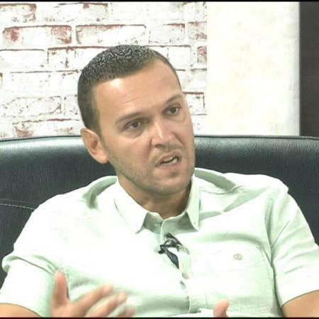Dr Dušan Simić je ginekolog u Nišu sa dugogodišnjim iskustvom. Uža sfera interesovanja mu je citologija i bavi se edukovanjem drugih na tu temu. Zakažite pregled.