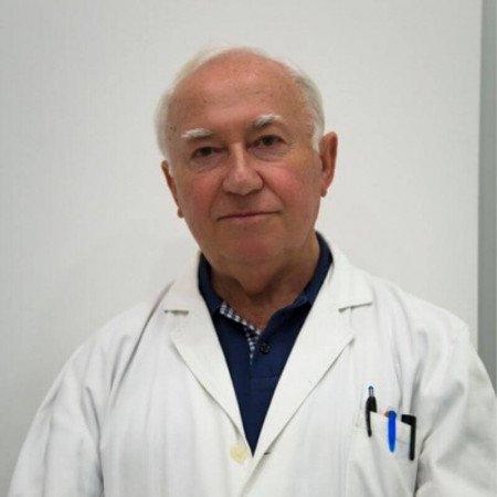 Dr Živojin Dinić je specijalista interne medicine-onkolog iz Niša, stručnjak za dijagnostiku karcinoma dojke.