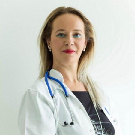 Dr Žaklina Kuštrimović je specijalista pulmologije, pneumoftiziolog u Nišu. Ima 18 godina iskustva u kliničkom radu i lečenju oboljenja disajnih puteva.