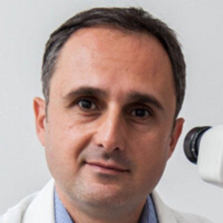 Major dr Bojan Kovač je specijalista oftalmologije iz Beograda. Stručnjak za lečenje katarakte i bolesti rožnjače.