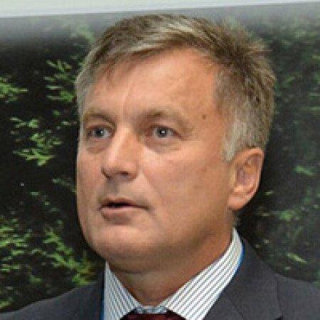 Pukovnik prof. dr Miroslav Vukosavljević je specijalista oftalmologije iz Beograda. Ima više od 20 godina iskustva u hirurškom lečenju bolesti oka.