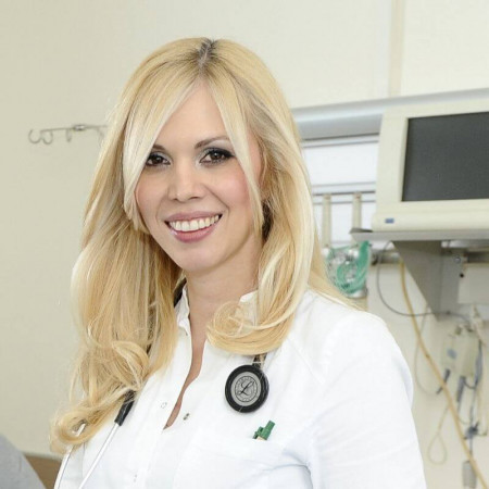 Dr Emilija Nestorović je kardiolog iz Beograda sa višegodišnjim iskustvom u radu sa pacijentima. Svakodnevno radi kardiološke preglede. Pročitajte biografiju i zakažite.