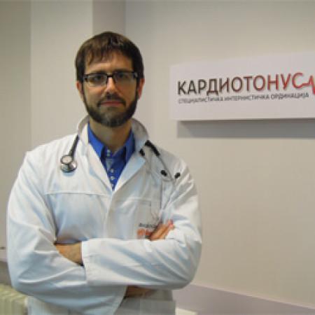 Dr Petar Dabić je specijalista interne medicine-kardiolog iz Beograda.