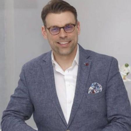 Dr Bojan Banko je specijalista radiologije u Beogradu. Stručnjak za MR i CT preglede zglobova, digestivnog sistema, hepatobilijarnog sistema i organa male karlice.
