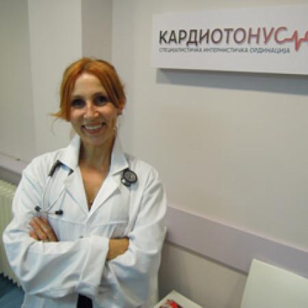 Dr Sandra Radak je specijalista interne medicine-angiolog iz Beograda. Bavi se pretežno oboljenjima krvnih sudova nervnog sistema.