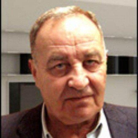 Dr Dragan Stanković je specijalista radiologije iz Beograda. Bavi se neuroradiološkim ispitivanjima.