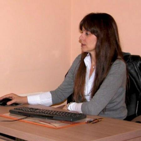 Dr Slavica Sotirović Seničar je specijalista radiologije iz Novog Sada. Bavi se ultrazvučnim pregledima dece i odraslih.