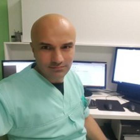 Dr Dušan Trifunović je specijalista radiologije iz Beograda.