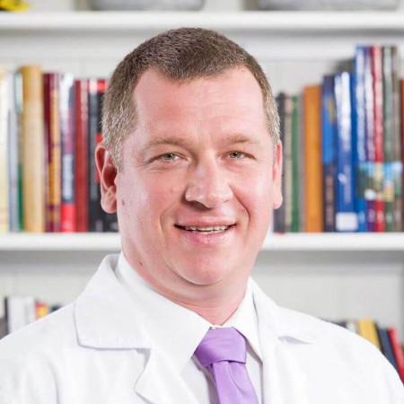 Dr Tomislav Stavrić je specijalista radiologije iz Beograda, sa više od 15 godina iskustva u radiološkoj dijagnostici.