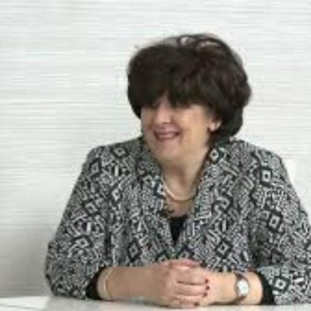 Primarijus doktor Milanka Ljubenović je specijalista dermatovenerologije. Zaposlena je i živi u Nišu, a svoju karijeru posvetila je kožnim i polnim bolestima.