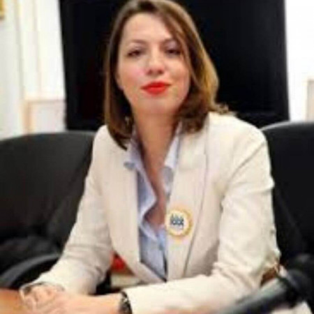 Dr Danica Tiodorović je specijalista dermatovenerologije u Nišu. Ekspert je u dermoskopiji i lečenju melanoma i drugih tumorskih lezija na koži. - 063/687-460