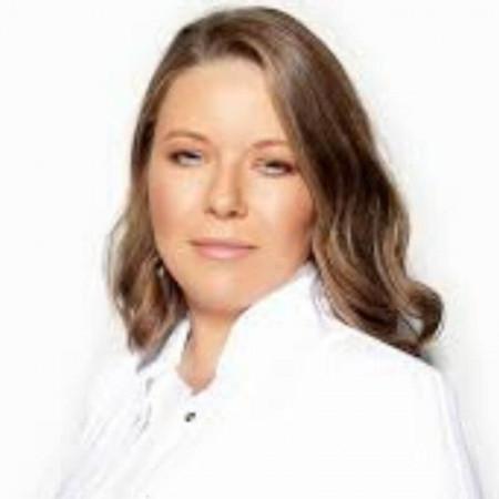 Dr Marija Šejnjanović jespecijalista dermatovenerologije.Svoje profesionalno radno iskustvo gradi radom u privatnim i državnim ustanovama.