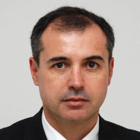 Prof. dr Dragan Stojanov je specijalista radiologije iz Niša, sa više od 25 godina radnog iskustva. Stručnjak za interventnu i neuroradiologiju.