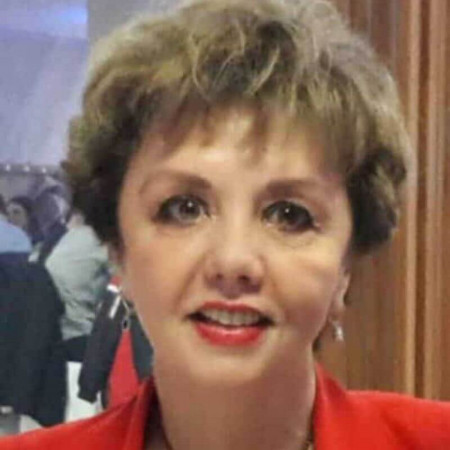 Dr Lidija Milovanović je specijalista radiologije iz Beograda, sa dugogodišnjim iskustvom u obavljanju ultrazvučne i CT dijagnostike.
