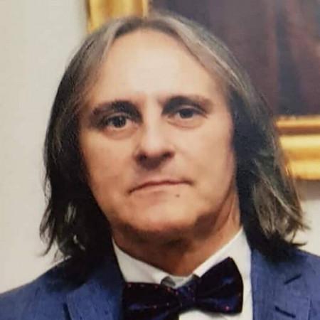 Dr Branko Lozuk je specijalista opšte i grudne hirurgije, sa subspecijalizacijom iz vaskularne hirurgije, iz Beograda.