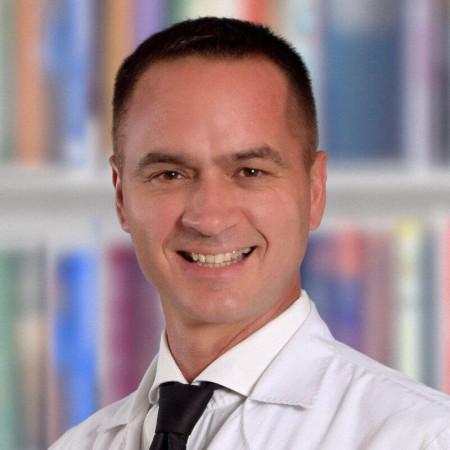 Dr Slobodan Mračević je specijalista radiologije iz Beograda, sa višegodišnjim iskustvom u skener dijagnostici.