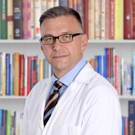 Prof. dr Goran Tulić je specijalista ortopedije iz Beograda. Načelnik Ortopedije na Urgentnom centru, jedan od vodećih stručnjaka iz ove oblasti. Zakažite pregled.