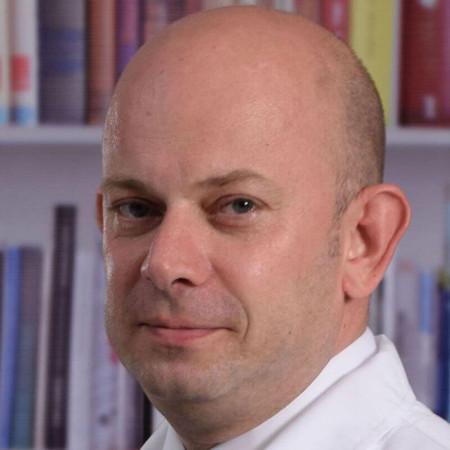 Dr Igor Plješa je specijalista ginekologije iz Beograda. Obavlja sve vrste pregleda i intervencija, a naročito se bavi lečenjem ginekoloških tumora. Zakažite pregled.