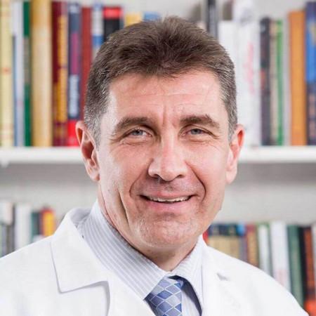 Doc. dr Vladimir Dugalić je opšti hirurg iz Beograda, jedan od najvećih stručnjaka za hirurgiju jetre, žučnih puteva i pankreasa. Pročitajte više i zakažite pregled.
