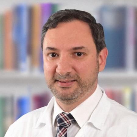 Prof. dr Vladimir Bančević je specijalista urologije iz Beograda, sa višegodišnjim iskustvom u lečenju internističkih i onkoloških oboljenja. Saznajte više i zakažite.