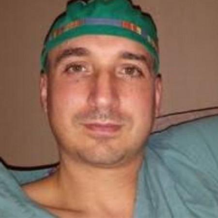 Ass. dr Petar Vuković je kardiohirurg u Beogradu sa višegodišnjim iskustvom u izvođenju hirurških procedura na srcu. Pročitajte biografiju i zakažite pregled.