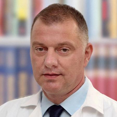 Dr Dario Stojanović je specijalista radiologije zaposlen u Beogradu. Obavlja rendgen, ultrazvučnu i skener dijagnostiku. Pročitajte više i zakažite pregled.