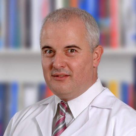 Dr Vasilj Žmiko je lekar opšte prakse iz Beograda, od 2014. na specijalizaciji iz urgentne medicine. Pročitajte više i zakažite pregled.