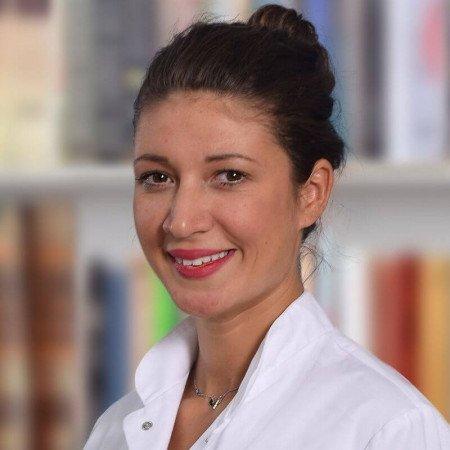 Dr Monika Delon je lekar opšte prakse i specijalizant ginekologije u Beogradu. Obavlja ambulantne preglede, spirometriju i vakcinaciju.