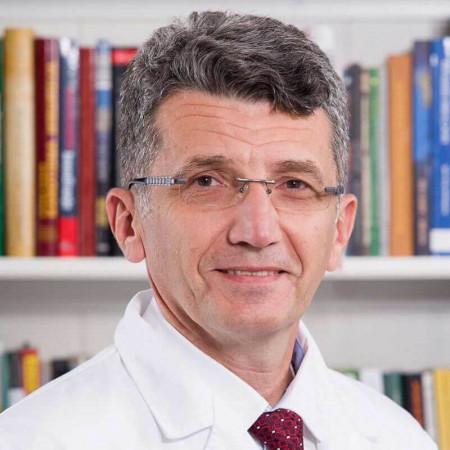 Dr Željko Bokun je specijalista ortopedije sa više od 20 godina iskustva. Uža oblast interesovanja mu je traumatologija ekstremiteta i repozicije preloma i iščašenja