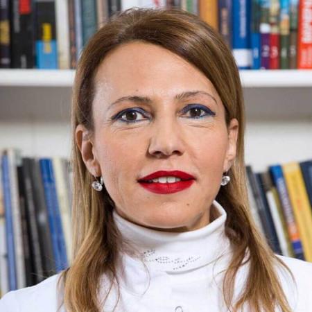 Dr Maja Ginanni je specijalista plastične i estetske hirurgije. Ima dugogodišnje iskustvo u svim estetskim zahvatima lica i tela.