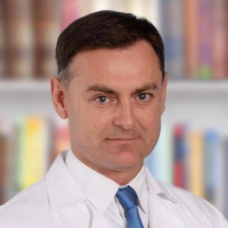 Dr Nikola Ostojić, plastični hirurg iz Beograda, sa dugogodišnjim iskustvom u izvođenju estetskih i rekonstruktivnih procedura. Pročitajte više i zakažite.