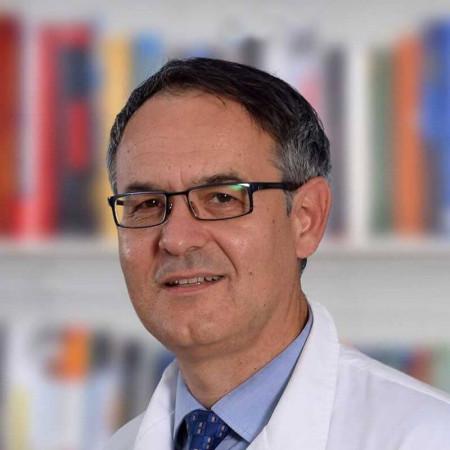 Dr Vojkan Čvorović je specijalista interne medicine, kardiolog iz Beograda, sa više od 20 godina iskustva. Pročitajte više i zakažite pregled.